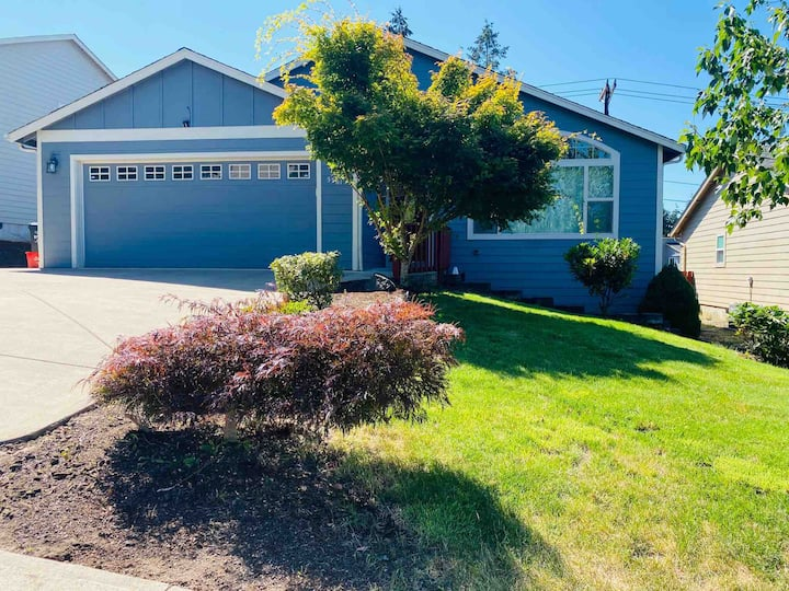 Immaculate home with Central AC in SE Salem