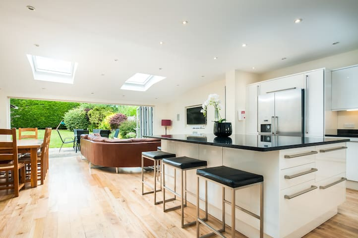 Modern Home in quiet suburb of Bath