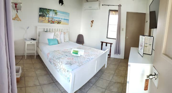La Jamaca Hotel Room with Queen Bed for 2 persons