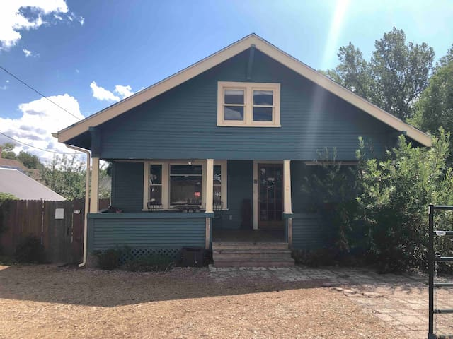 Cottage A: Downtown Charming Historic 2 Bed Home