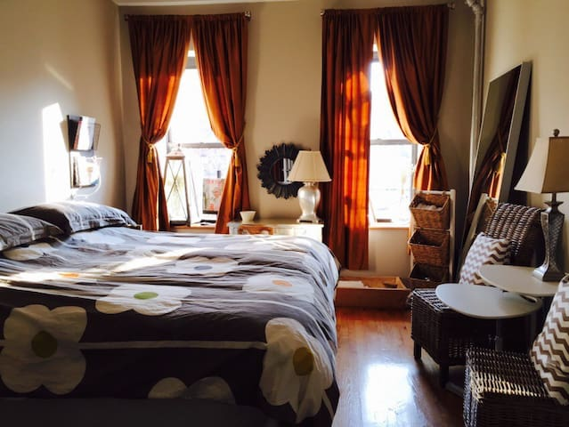 In Winter a warm sunny heated large Master Bedroom with huge King Size Bed, Blankets and Comforter that allows for indulgent sprawling and total relaxation after a busy day in NYC. Thick-lined drapes for privacy.