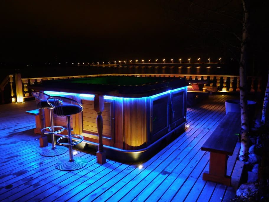 Jacuzzi deck by night