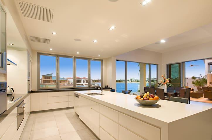 Modern Luxury Home, Pelican Waters, Sunshine Coast - Pelican Waters - Casa