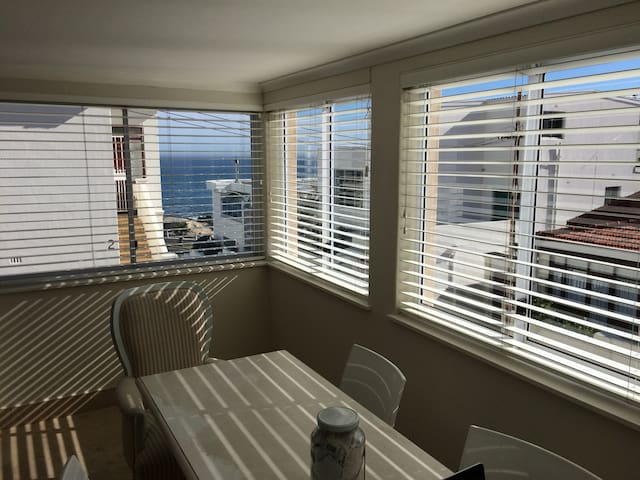 Lovely and Light Bantry Bay Bedroom - Cape Town - Byt