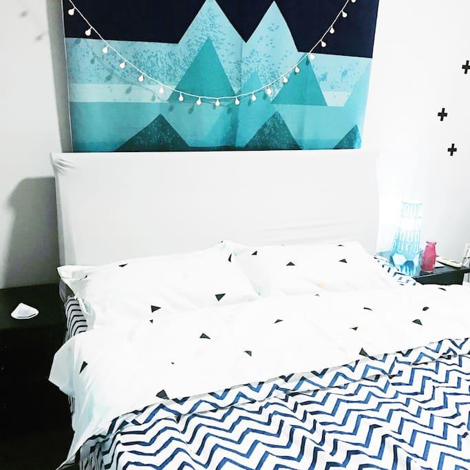 下面铺有软垫的床,让您在疲惫的旅行后得到舒适的睡眠