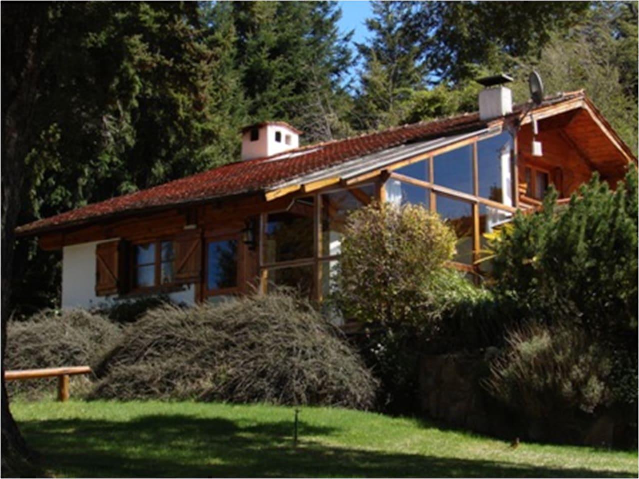 Casa con costa de lago