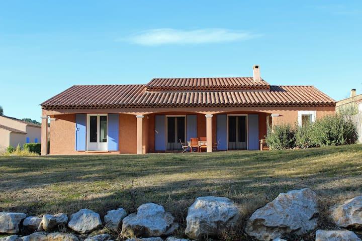 Beautiful 3 Bed Villa in Charming Province - Pierrevert - วิลล่า
