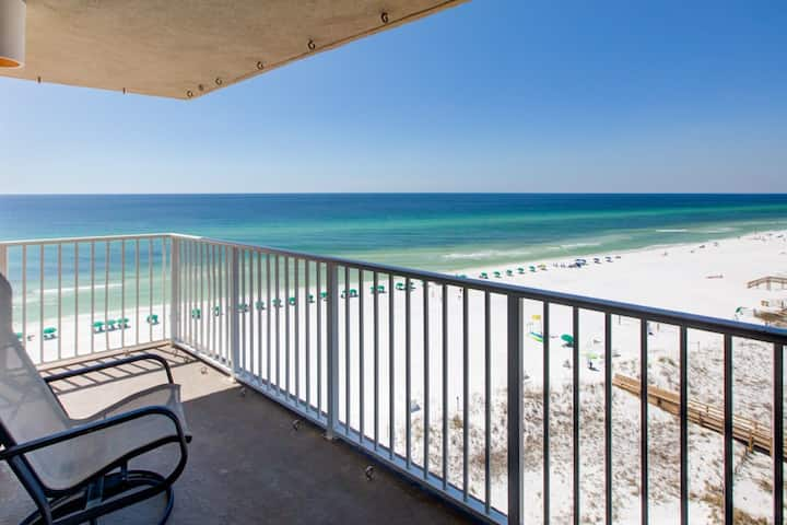Comfortable gulf view unit, beach setup included, Near dining