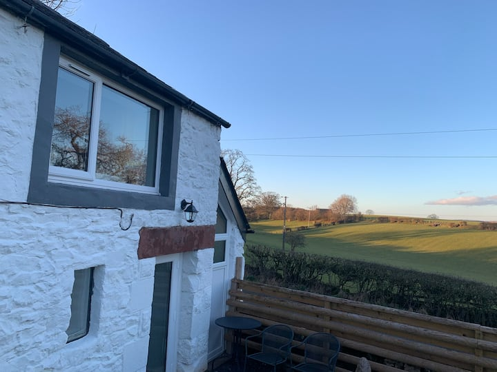 Delightful One Bed Lake District Cottage.