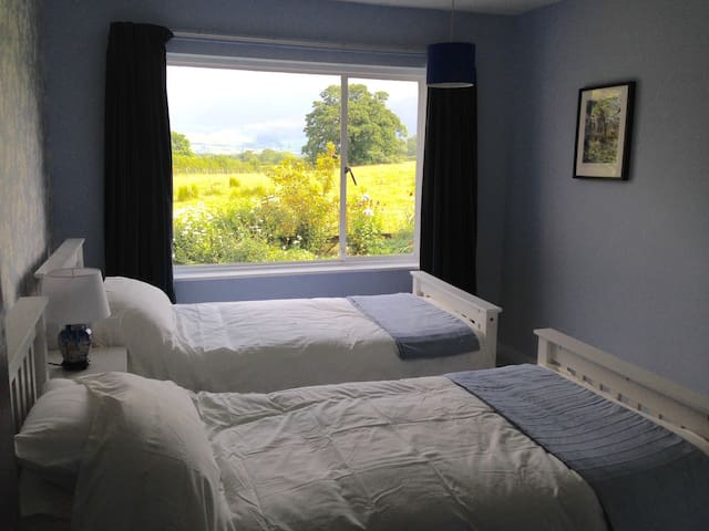 Middle twin bedroom