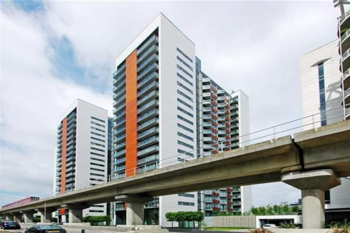 LOVELY 2 BED 2 BATH APARTMENT IN CANARY WHARF E14