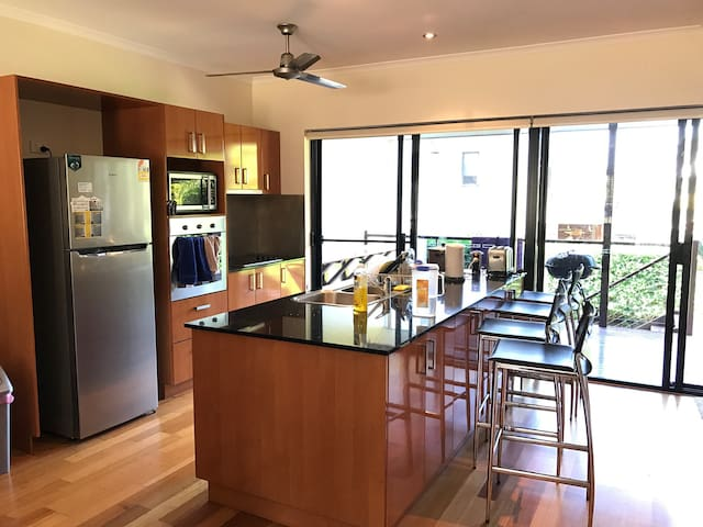 Stunning Townhouse in Whitsundays - Cannonvale - Stadswoning