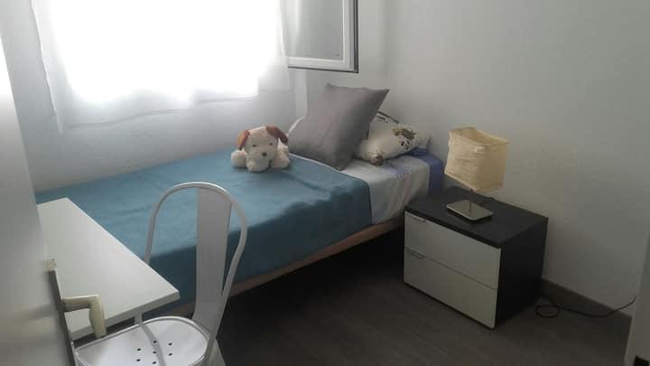 Habitación con cama individual para una persona