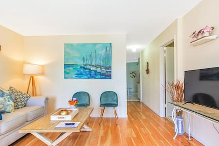 ⭐Pet-Friendly Cottage Oasis 5min from Dwtn + Beach
