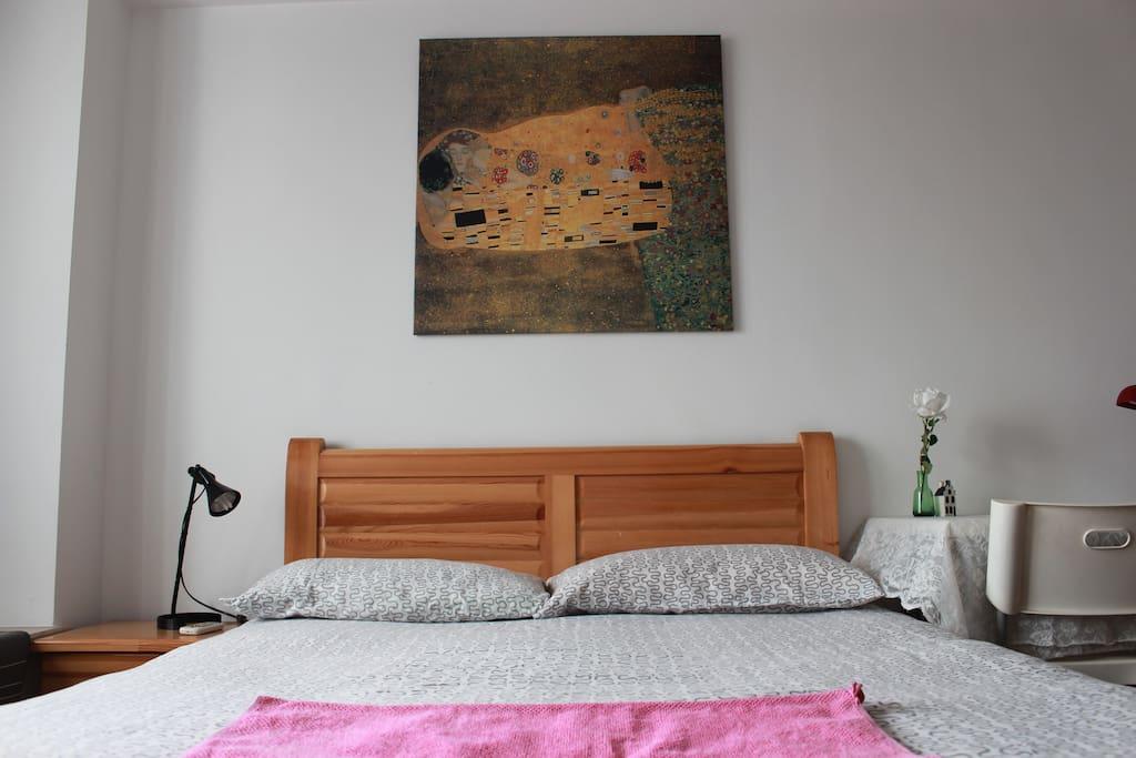 床头画是特意从宜家搬回来,见到第一眼就很喜欢。