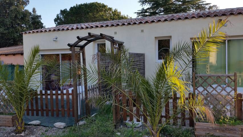 T2 en guarrigues  terrasse jardin et parking privé - Uchaud - Lägenhet