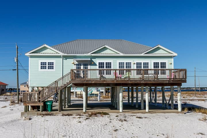 Gulf Front Home In Navarre Beach! Dog-Friendly, Free WiFi!