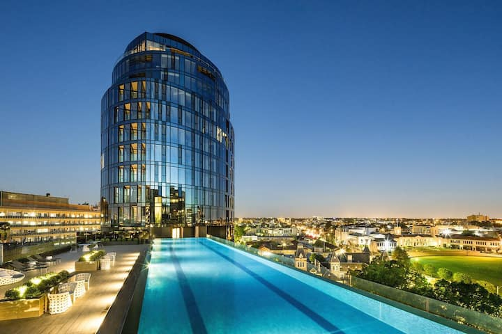 Luxury Building minutes from St Kilda & CBD