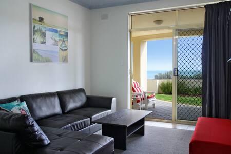 """Horizon"" Seaview Sunset Apartment - Apartment"