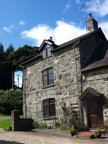 Luxury Welsh Self Catering Farm Cottage,sleeps 6 + - Oswestry - House