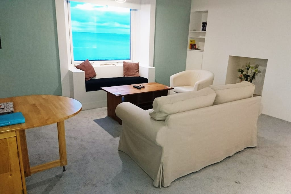 Lounge area with sea view