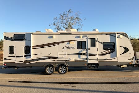 New 10-person RV along the Kings River - Fresno CA - Kingsburg - Camper/RV