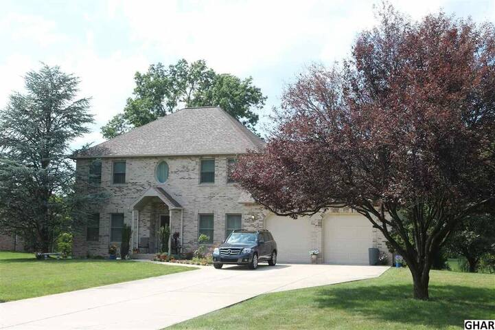 Maison SAB, 5BR, 5BA, 4000K ft. 10 beds - Dillsburg - House