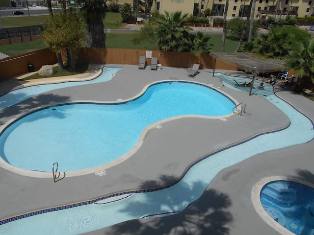 2/2 VERY NICE POOL FOR KIDS,RESERVED, PARKING,WIFI