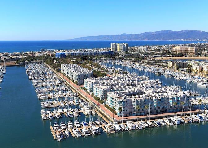 5-Star 2-Bdr Apt w. Pool By Venice Beach & MdR