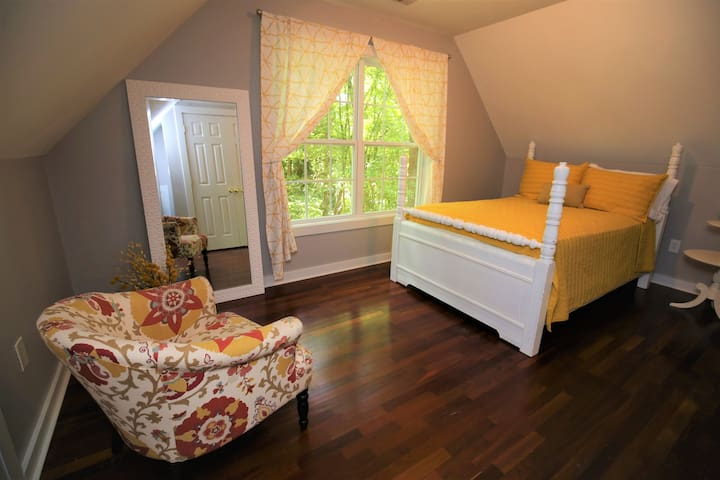 The Yellow room offers a gorgeous view and a beautiful chalk-painted full-bed complete with cozy triangle quilt. Like the Red room, it comes with a spacious closet complete with luggage bench, hangers, and hanging shelves.