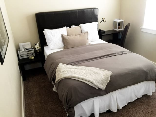 Quiet, Clean, Convenient, and Cozy Private Room