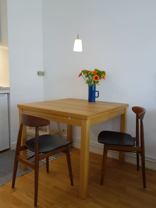 Dining table / table à manger