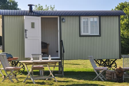 Shepherds Hut with a stunning view in Kent.