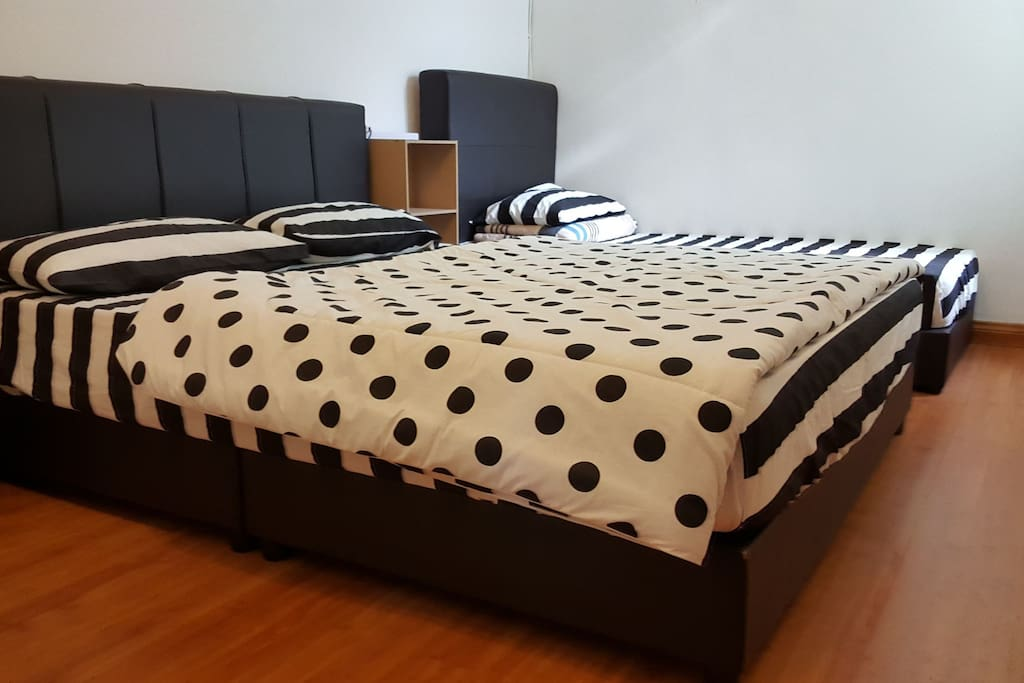 Room 2(1 double bed,1 single bed)with Aircond