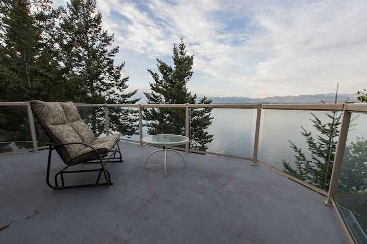 Lakefront retreat w/ great water views, private hot tub, sauna, & dock!