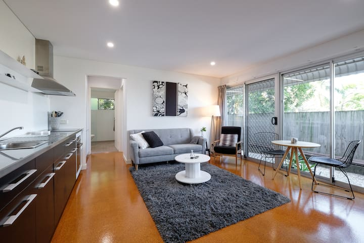 Stylish inner city Red Hill 1 bdrm unit