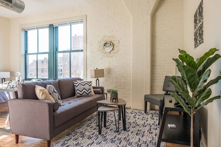 Cozy Historic Loft w/ Gym | Minutes to Anywhere