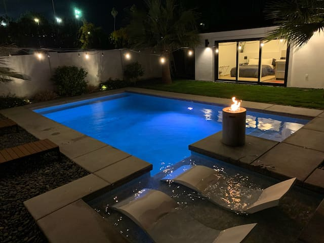 Poolside Oasis, minutes from downtown Phoenix!