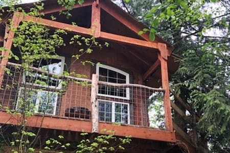 The Robin's Nest at Treehouse Junction