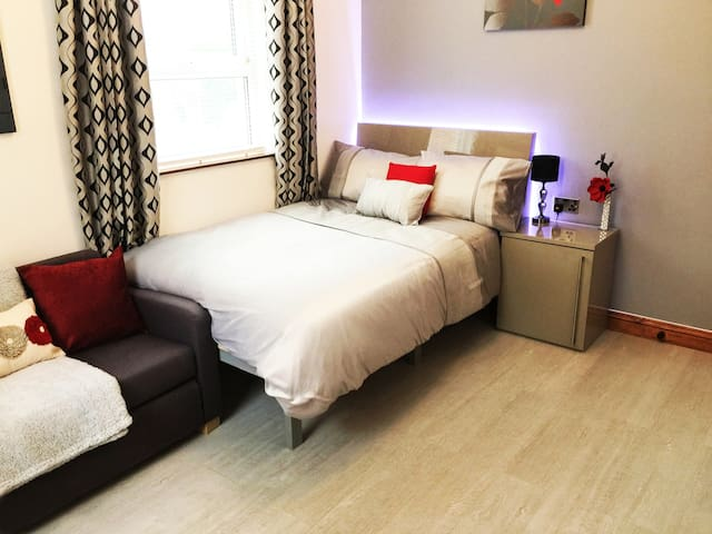 Spacious Apartment!Close 2 Piccadilly!Wifi&Parking