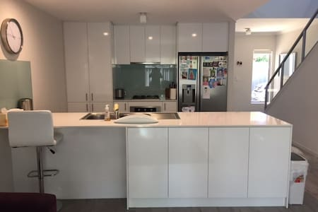 Brand new 3 bed 2 bath family house in Cloverdale. - Cloverdale - House - 1