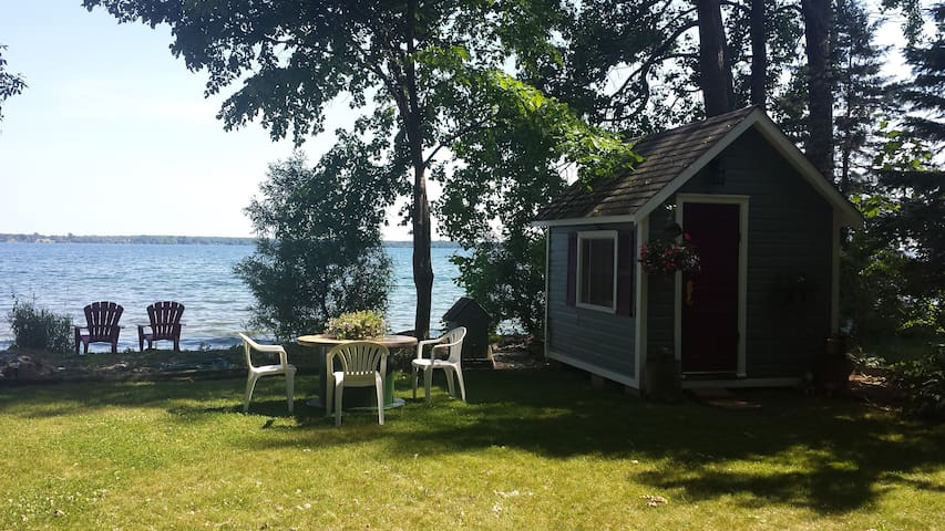 The Lakeside Bunkie - continental breakfast incl. - RR3 Bath