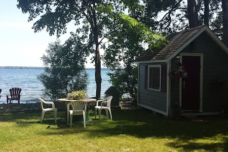 The Lakeside Bunkie - 10 Minutes to Kingston - RR3 Bath - Autre