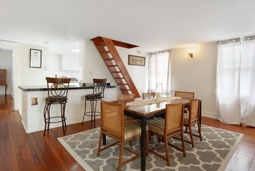 Spacious living/ dining room