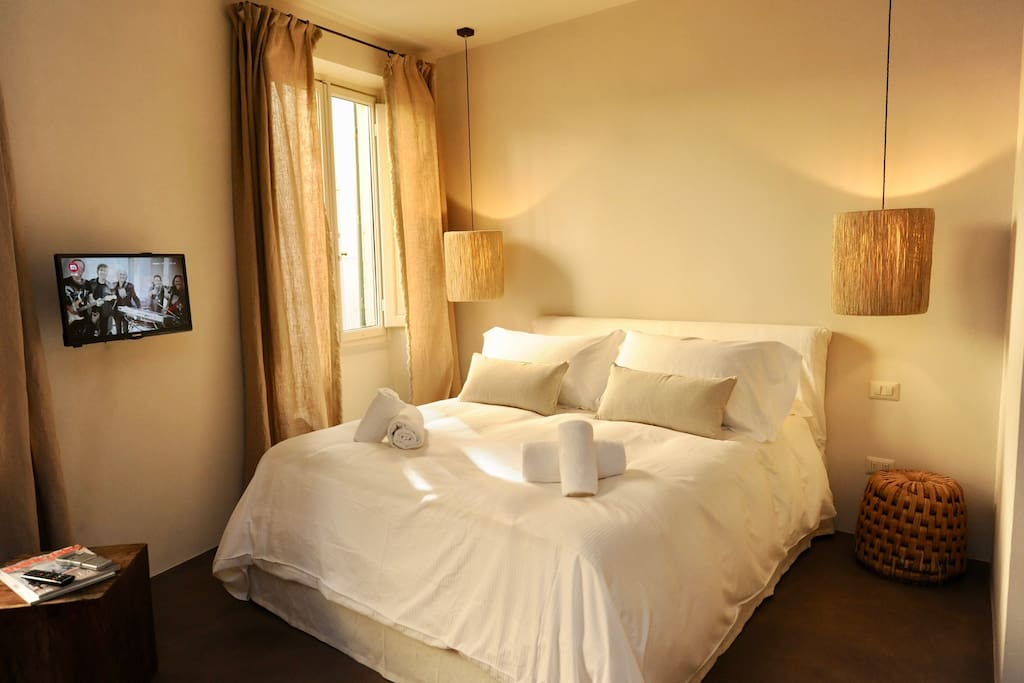 Comfortable bed at Cedro apartment, Florence