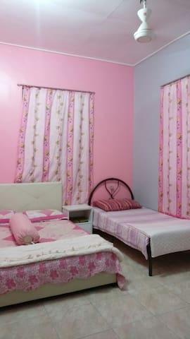 Homestay Razin 2 (2 rooms)