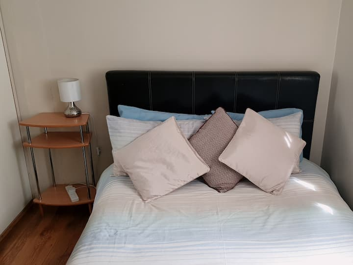 Quaint & Comfy room,  Meanwood
