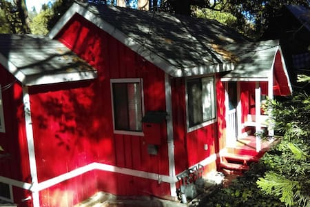 Charming Cottage among the Pines - Crestline - Hus