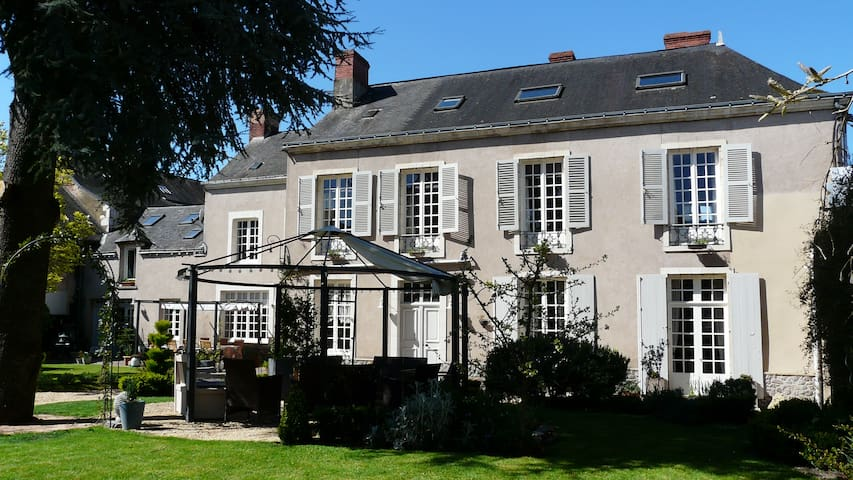 Rooms in Town House close to Chateau - Le Lude