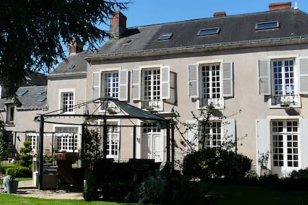 Rooms in Town House close to Chateau - Le Lude - Bed & Breakfast